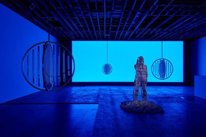 image_2019_11_doug-aitken-return-to-the-real-exhibition-4